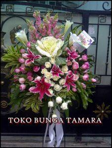 bunga standing wedding depok